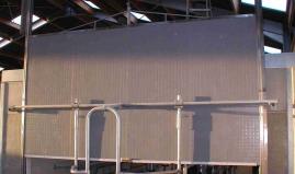Verticaal bewegende wand uit Paneltim kunststof sandwich panelen