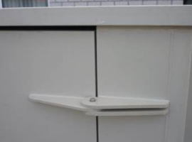 Hinge for a door from Paneltim plastic sandwich panels