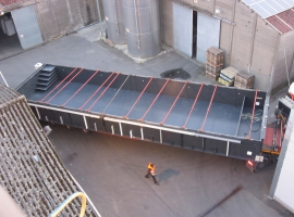 Transport of a large pool out of Paneltim plastic sandwich panels