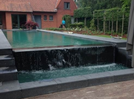 Swimming pool with overflow in Paneltim plastic sandwich panels