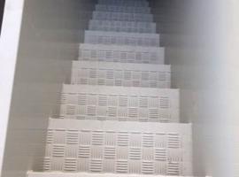Paneltim kunststof sandwichpanelen als trap gemaakt met antislippanelen