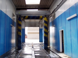 Wall cladding in truckwash in Paneltim plastic sandwich panels